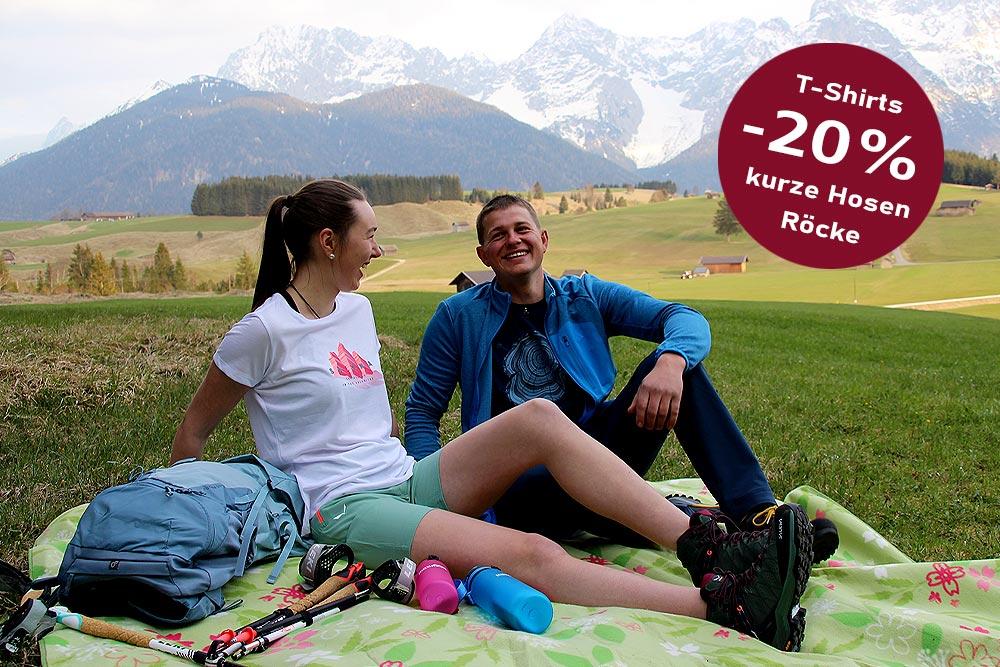 -20% Paar auf Picknickdecke vor Karwendel